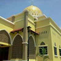 Photo taken at Masjid al-Khalifah by Hirfarisyam I. on 8/15/2011