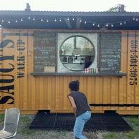 รูปภาพถ่ายที่ Saucy's Walk Up BBQ โดย Grasshopper H. เมื่อ 4/10/2012