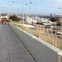 Foto tirada no(a) Passeio Marítimo de Oeiras por Joao N. em 12/29/2012
