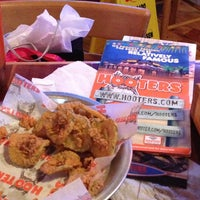 Photo taken at Hooters of Wolfchase by Orlando on 7/25/2013