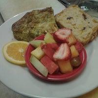 Foto tomada en Benedict's Restaurant por tim r. el 10/8/2012