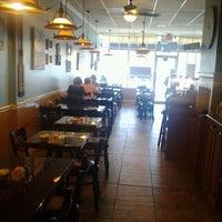Foto tomada en Benedict's Restaurant por tim r. el 10/5/2012