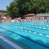Photo prise au London Fields Lido par Trent A. le7/6/2013