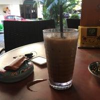 Photo taken at OldTown White Coffee by Amigor on 9/7/2017