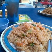 Photo taken at Medan Selera Seksyen 7 by Nor L. on 10/5/2012