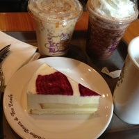 Photo taken at The Coffee Bean & Tea Leaf by 현종 on 6/6/2013