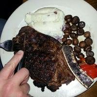 Das Foto wurde bei The Keg Steakhouse + Bar von CHERI K. am 12/31/2012 aufgenommen
