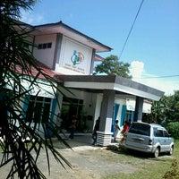 Photo taken at Badan Pusat Statistika Kab. Minahasa Utara by Chiko D. on 6/18/2013