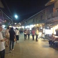 Снимок сделан в Chiang Khan Walking Street пользователем Natchayakorn 12/5/2012