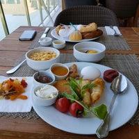 3/28/2017 tarihinde Nevin M.ziyaretçi tarafından Rixos Premium Turquoise Restaurant'de çekilen fotoğraf