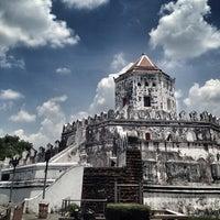 Das Foto wurde bei Phra Sumen Fort von Kittiphong B. am 4/27/2013 aufgenommen