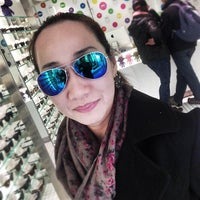 Photo taken at Three Monkeys Eyewear by Kittiphong B. on 4/2/2013