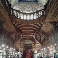Photo taken at Livraria Lello by Hélder Osvaldo™ on 12/11/2012