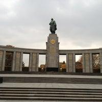 10/24/2012 tarihinde Alexziyaretçi tarafından Sowjetisches Ehrenmal Tiergarten'de çekilen fotoğraf