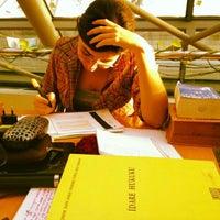 Photo taken at GSÜ Suna Kıraç Kütüphanesi by Gulcin M. on 11/12/2012