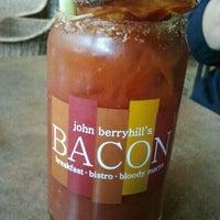 9/23/2012 tarihinde Matt B.ziyaretçi tarafından John Berryhill's Bacon'de çekilen fotoğraf
