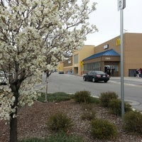 Photo taken at Walmart Supercenter by Fábio P. on 4/16/2013