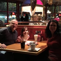 Photo taken at Red Robin Gourmet Burgers by Darren M. on 11/18/2016