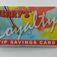 Foto diambil di Jerry's Artarama oleh Joe D. pada 10/25/2012