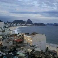 Das Foto wurde bei Copacabana Rio Hotel von Ariel am 5/22/2013 aufgenommen