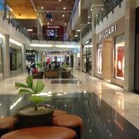 Foto tomada en Mall Multiplaza Pacific por Jay M. el 2/13/2013