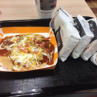 Photo taken at Taco Bell by Leandro on 11/12/2013