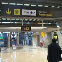 Foto tomada en Cercanías Aeropuerto T4 por EXPRESO d. el 1/28/2012