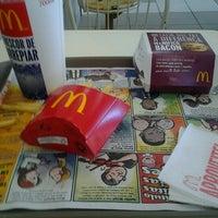 Foto tirada no(a) McDonald's por Eduardo L. em 11/20/2012