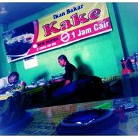 Photo taken at Ikan Bakar Kake by Fonda N. on 3/14/2013