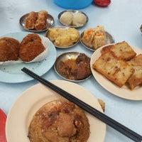 Photo taken at Kedai Kopi dan Makan Seong Kee (祥记饱饺点心茶餐室) by Jonas C. on 10/6/2012