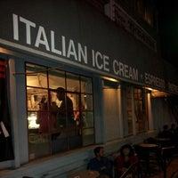 Foto tomada en Gelato Vero Caffe por Ernest D. el 10/13/2012
