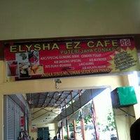 Photo taken at Elysha EZ Cafe by Asrul Ash O. on 12/23/2012