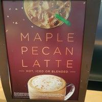 Foto tirada no(a) Starbucks por Sada em 10/25/2017