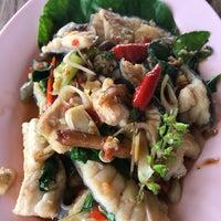 รูปภาพถ่ายที่ ร้านอาหารกินปลาทุ่งเศรษฐี โดย Tix T. เมื่อ 8/7/2017
