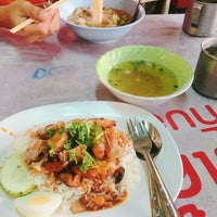 Photo taken at ตลาดใหม่นาเกลือ by E'nu Fon on 3/4/2017