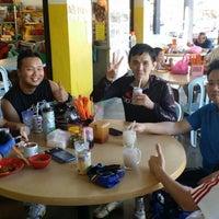 Photo taken at Kedai Makan Dan Minum Zheng Ji 成记烧腊鸡饭 by Y K Lim Mike on 2/16/2014