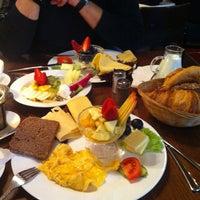 Das Foto wurde bei Schwarzes Café von Helena am 2/15/2013 aufgenommen