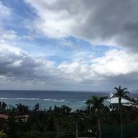 Photo taken at 沖縄かりゆしビーチリゾート・オーシャンスパ  ウィングタワー by torika と. on 12/29/2016