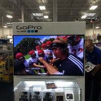 Photo taken at Best Buy by Luisger L. on 11/27/2015