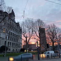 Photo taken at H Neues Rathaus by Flávio d. on 1/25/2018