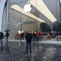 Photo taken at Apple Store by Onur A. on 12/13/2015