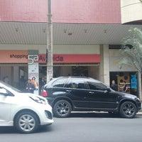 Foto tirada no(a) Shopping 5ª Avenida por Rodrigo L. em 2/18/2014