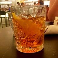 Foto tomada en Crimson Diner + Whiskey Bar por Elizabeth W. el 8/20/2017