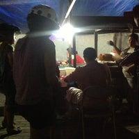 Photo taken at Tahu Tek & Tahu Telor Warung 98 by Hendra G. on 2/16/2013