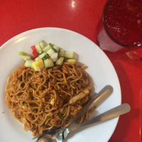 Photo taken at Assalam Malay and Indian Cuisine by Syahmine S. on 1/26/2016