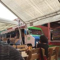 Foto tomada en Street Food Truck - Costras y Quesitacos por Maria Isabel R. el 11/1/2015