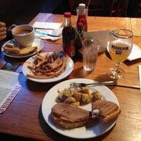 Das Foto wurde bei The Squealing Pig von Will am 11/12/2012 aufgenommen