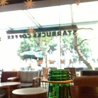 Foto tomada en Starbucks por Fernando A. el 1/3/2013