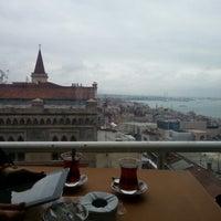 Das Foto wurde bei Perla Kallavi Teras Cafe von Ümit am 12/23/2012 aufgenommen