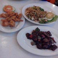 Photo taken at D'Cost Seafood by Kusdanarto A. on 2/25/2014